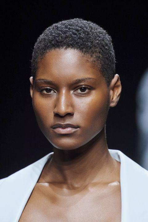tagli capelli androgini primavera estate 2021