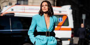Paola Turani con il nuovo taglio capelli alla Milano Fashion Week