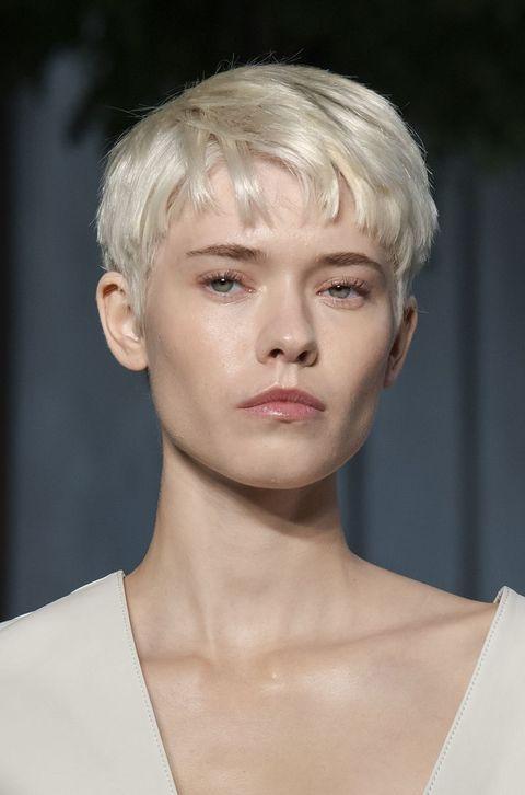 tagli capelli con frangia corta 2021