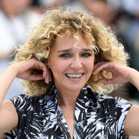 Tagli Capelli Corti 2019 Con I Capelli Ricci Come Valeria