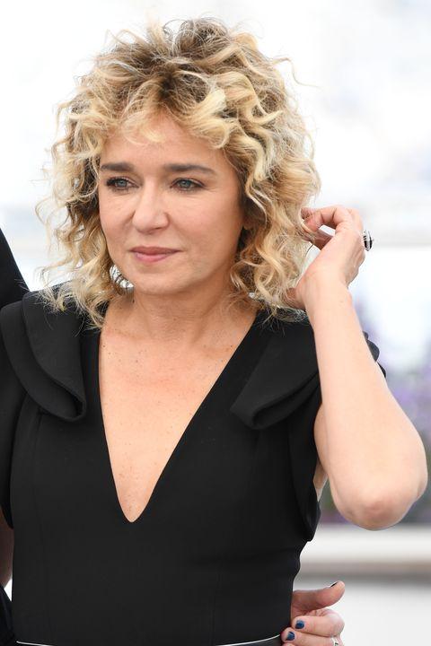 Tagli Capelli Corti 2019 Con I Capelli Ricci Come Valeria Golino