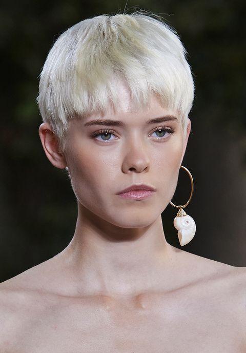 tagli capelli corti bianchi 2021