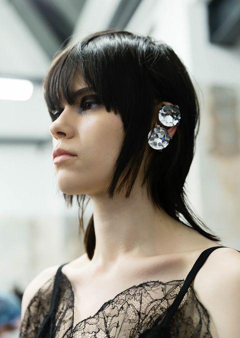 Asimmetrici e leggerissimi, i migliori tagli capelli corti dalla Milano Fashion Week
