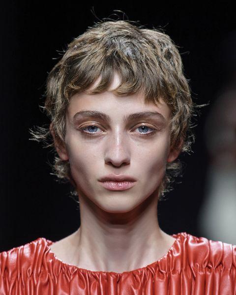 tagli capelli corti ricci primavera 2021 frangia