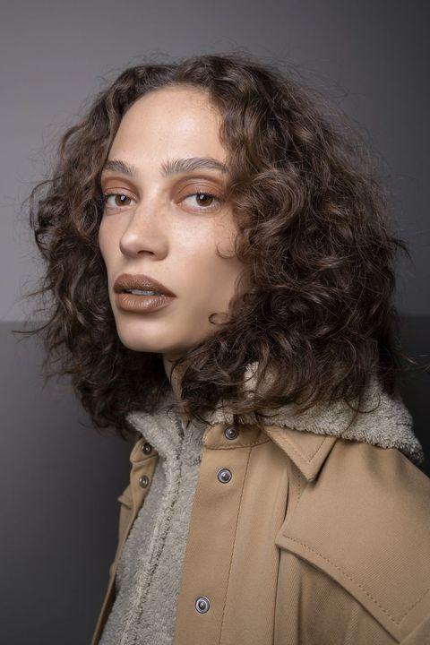 tagli capelli medi scalati primavera 2020