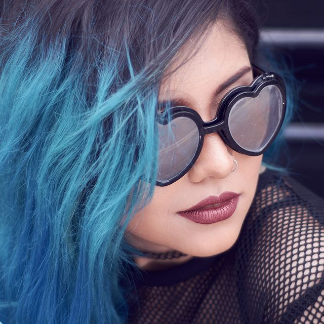 tagli capelli estate 2021 balayage blu
