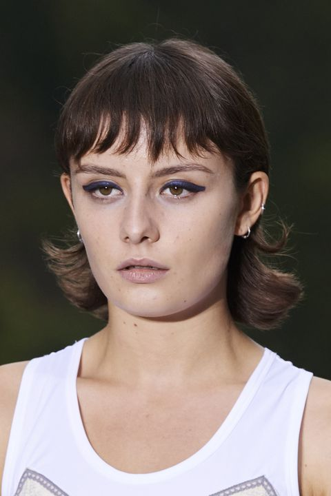 tagli capelli primavera 2021 frangia viso tondo