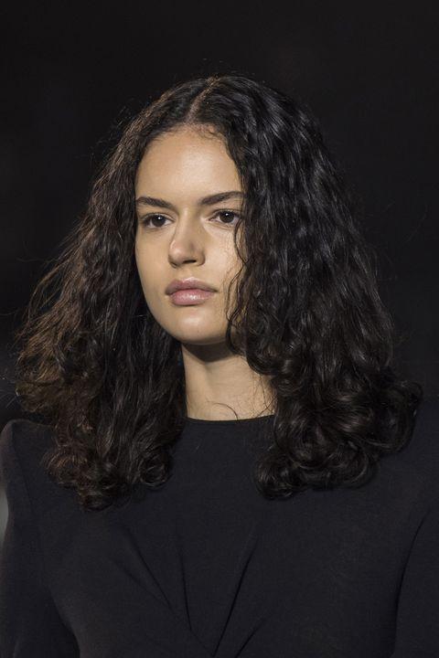 tagli capelli lunghi ricci primavera estate 2021