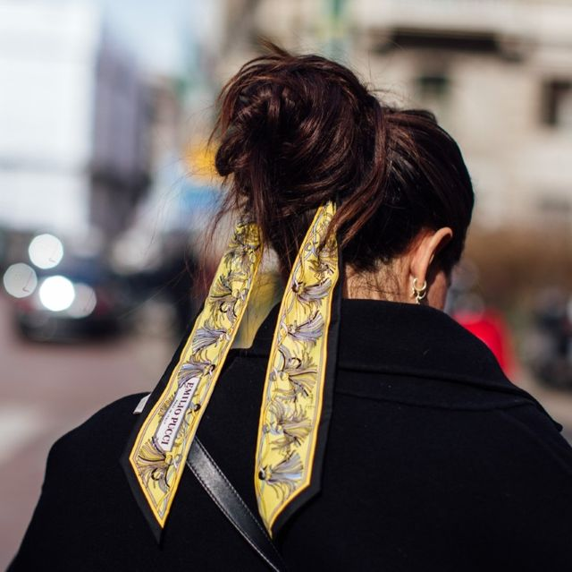 Hair, Black, Street fashion, Scarf, Yellow, Hairstyle, Beauty, Fashion, Neck, Outerwear,
