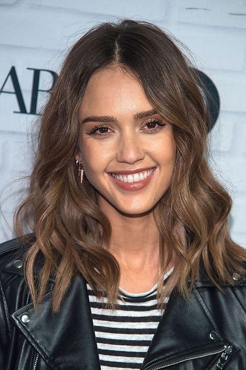Tagli di capelli medi: Jessica Alba li sceglie per la ...