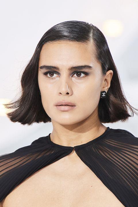 tagli capelli primavera 2021 caschetto pari