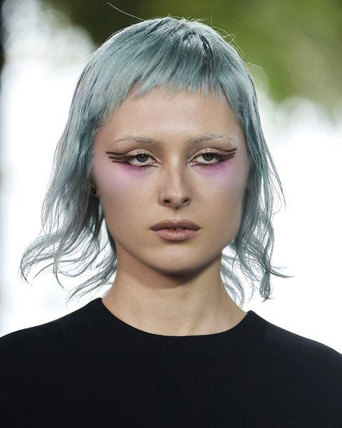tagli capelli primavera 2021 frangia viso a cuore