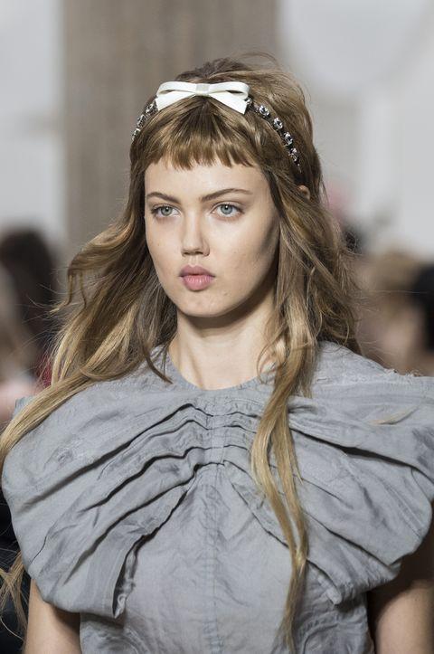 Tagli capelli primavera estate 2019, la frangia baby
