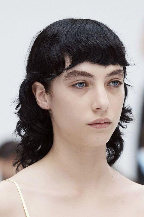 tagli capelli scalati 2021