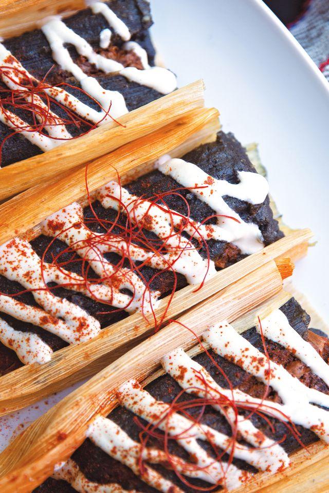 tamal negro con yaca en chile rojo recipe