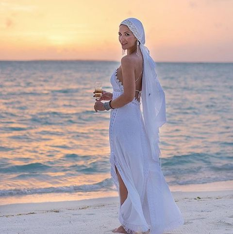 White, Clothing, Beauty, Dress, Sky, Veil, Summer, Wedding dress, Vacation, Photography,