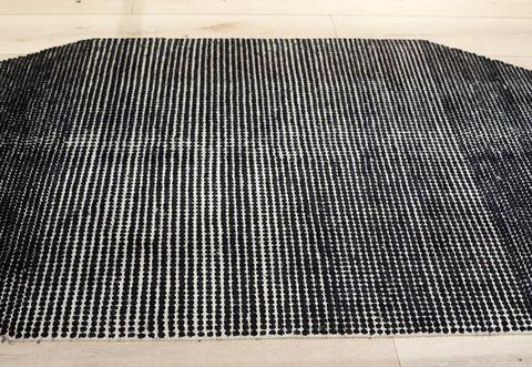 Tappeti moderni soggiorno a pois in bianco e nero!