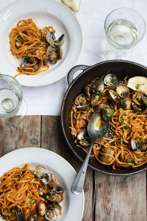 Dish, Food, Cuisine, Fried noodles, Spaghetti alle vongole, Spaghetti, Ingredient, Noodle, Italian food, Chow mein,