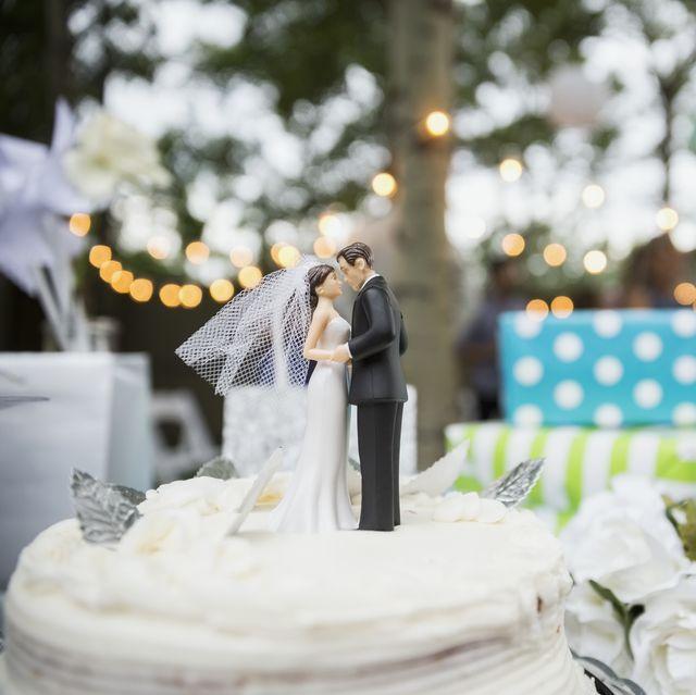 tarta de novios en una boda