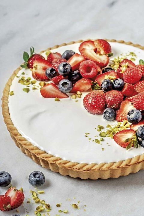 tarta de chocolate blanco y frutos rojos