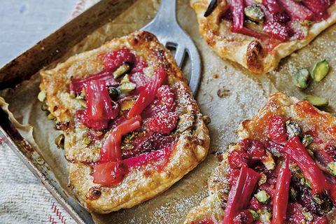 tarta de ruibarbo y pistachos