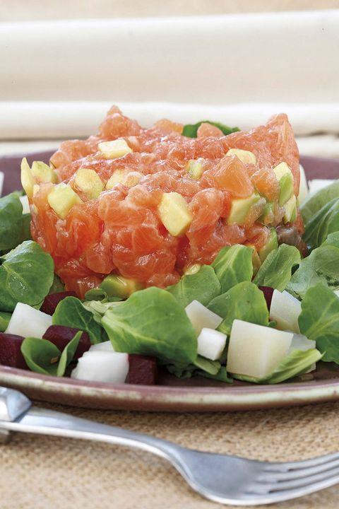tartar de salmón con ensalada