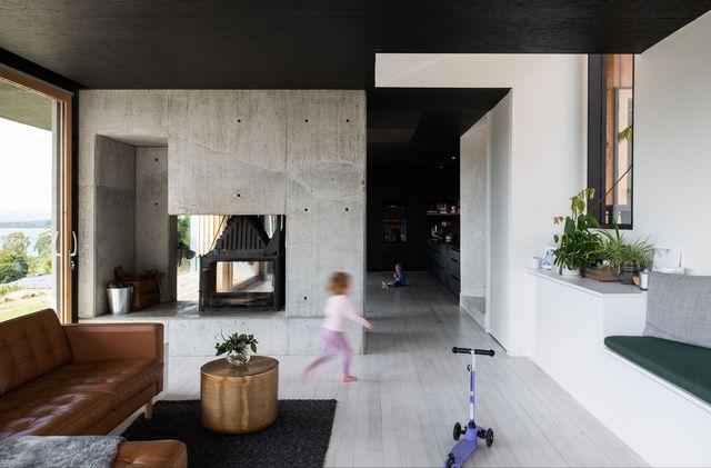 una casa familiar en plena naturaleza australiana hecha con materiales naturales y sostenibles