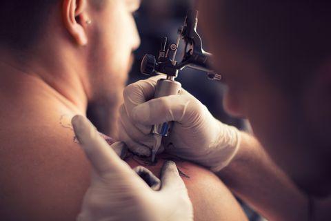 Tattooing in tattoo studio
