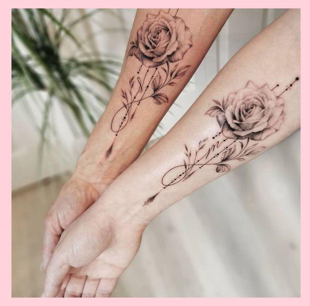 ヘイリー・ビーバーやカーラ・デルヴィーニュなど、セレブの間でも大人気の「マッチングタトゥー」。海外では親友や恋人同士だけでなく、親子間でもお揃いのタトゥーを刻み絆を深める人もいるよう!そこで今回は、意味が込められた母と子の「お揃いタトゥー」をご紹介。見ているだけで、二人の絆が伝わってくるかも♡