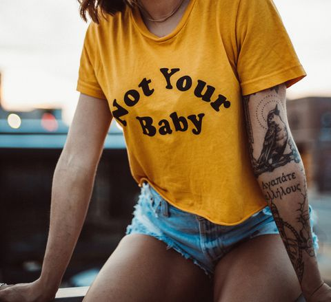 T-shirt, Yellow, Black, Clothing, Blue, Beauty, Thigh, Model, Fashion, Photo shoot,