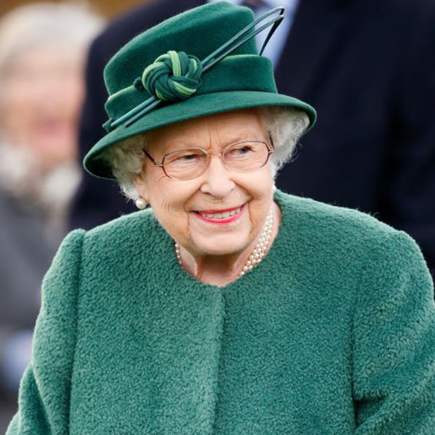 Green, Headgear, Hat, Fashion accessory, Fedora, Brown hair, Style,