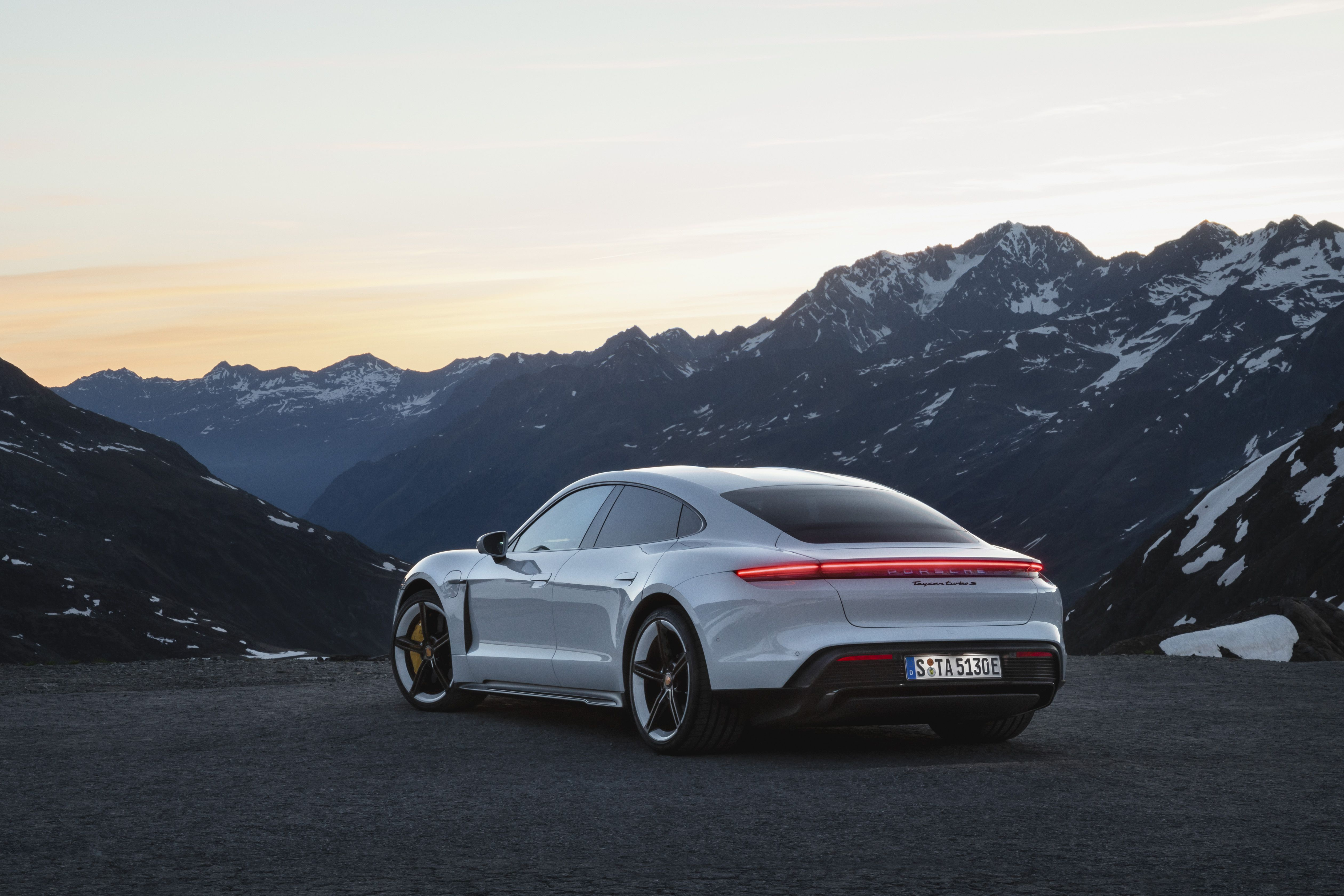 Porsche Taycan Turbo S Gets an Abysmal 192-Mile Range Rating by the EPA