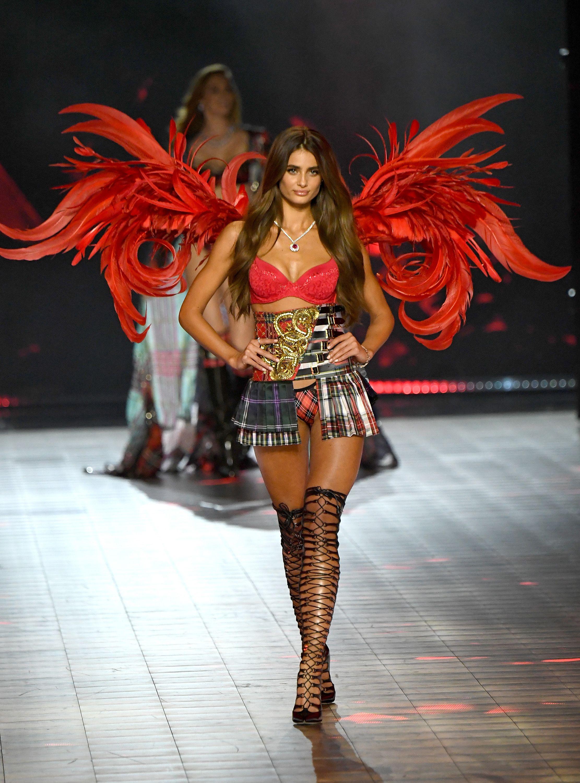 889879b7e3 Victoria s Secret Fashion Show Runway Photos - Every Look From the  Victoria s Secret Fashion Show