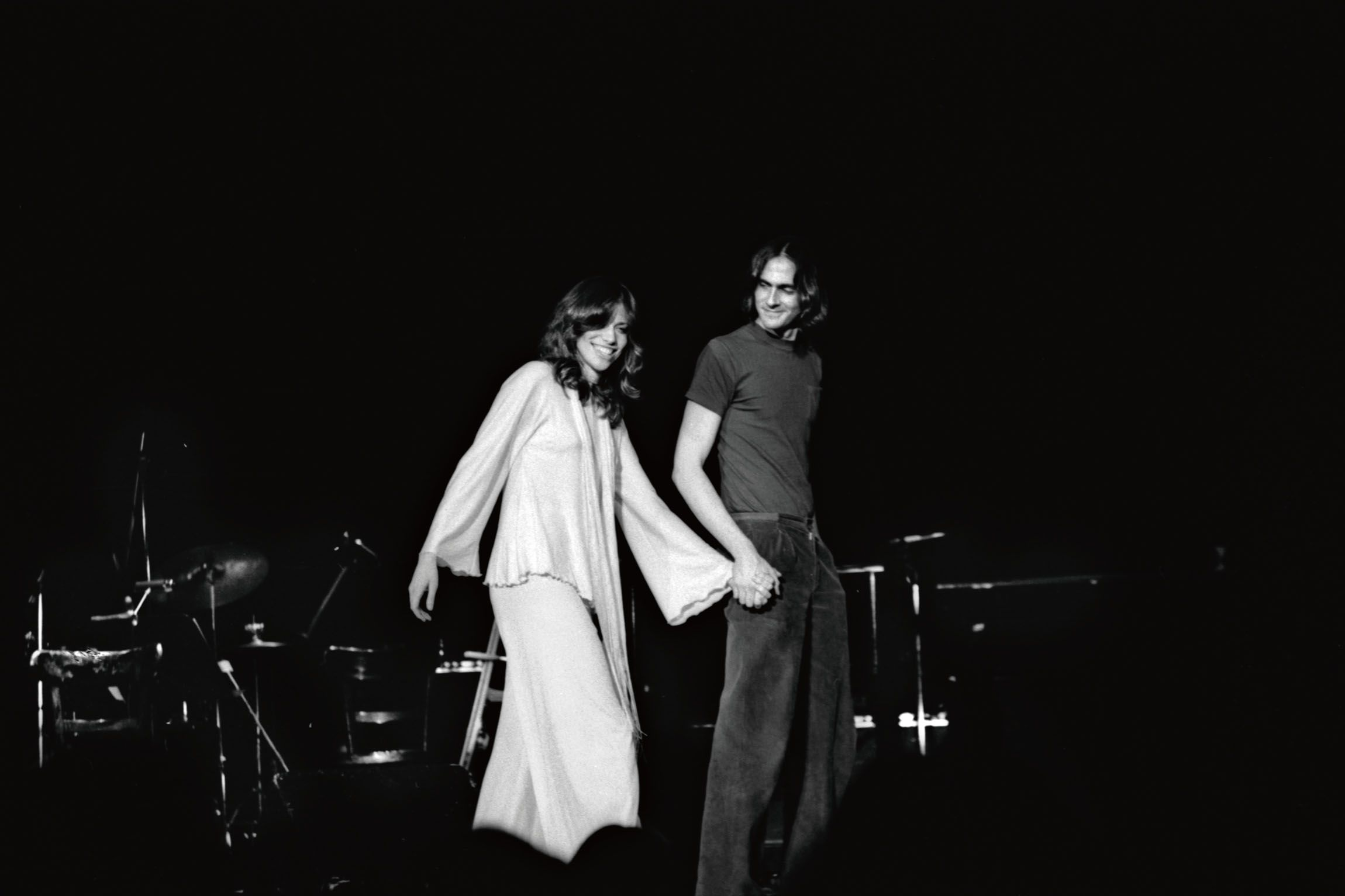 Carly Simon joins then-husband James Taylor onstage at Carnegie Hall in New York in 1974.