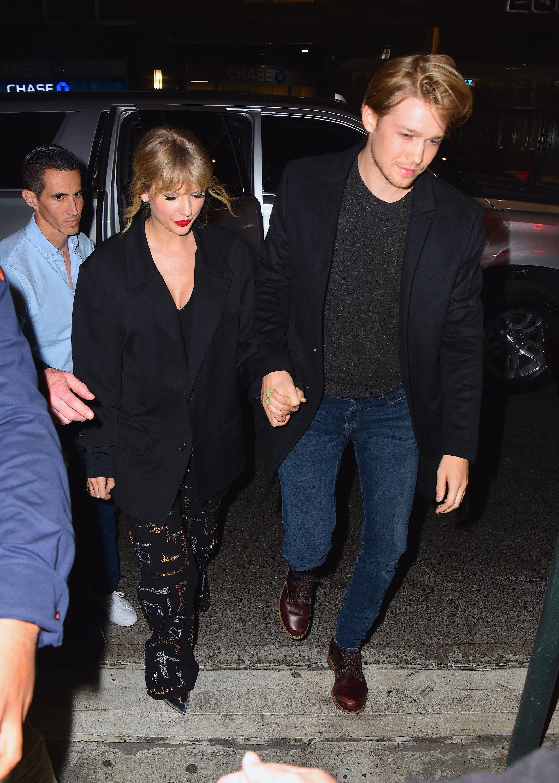 Taylor Swift Spent Christmas With Joe Alwyn