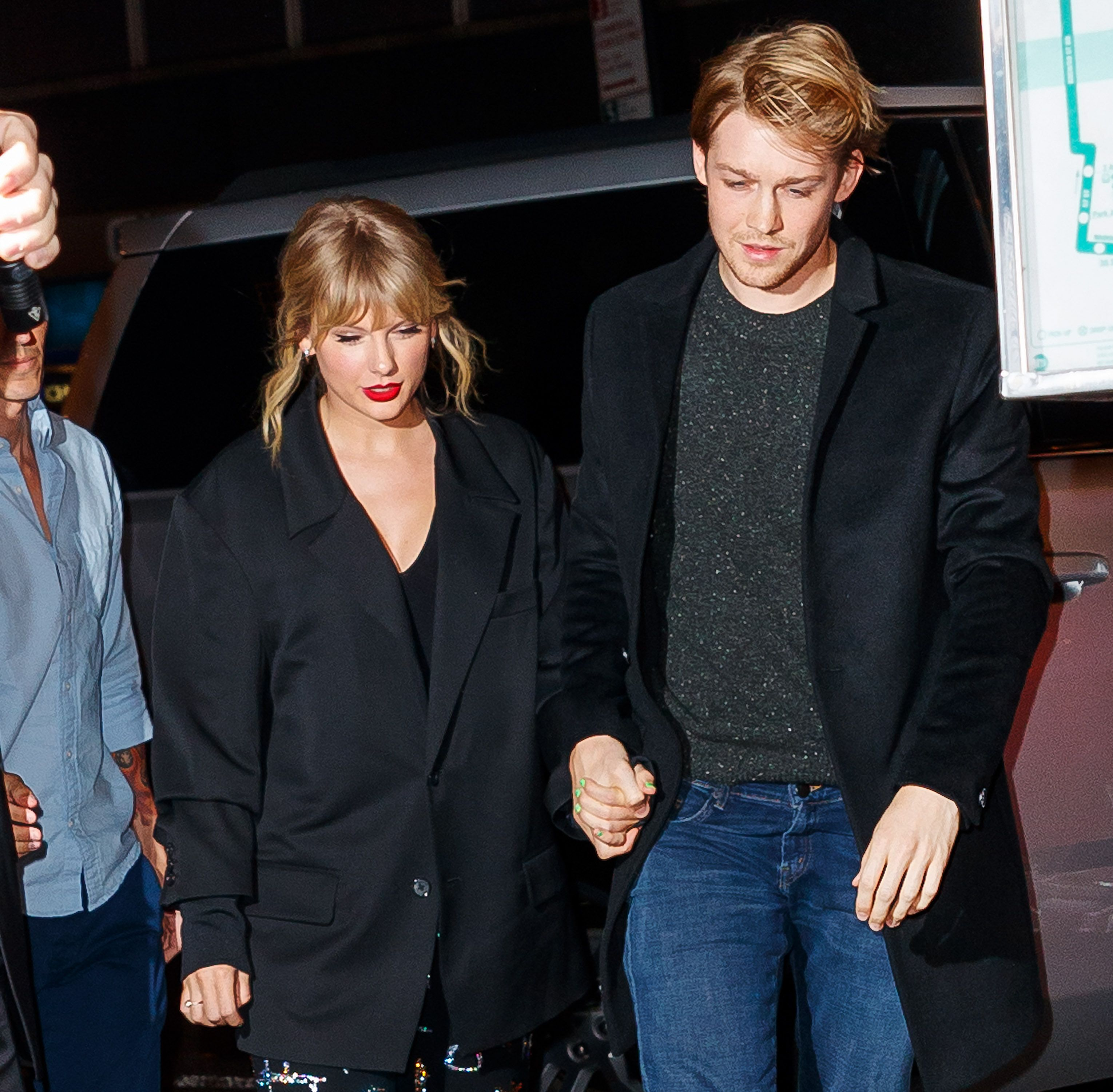 Is Taylor Swift Still Dating Joe Alwyn in December 2019? - Joe Gives Subtle Taylor Update