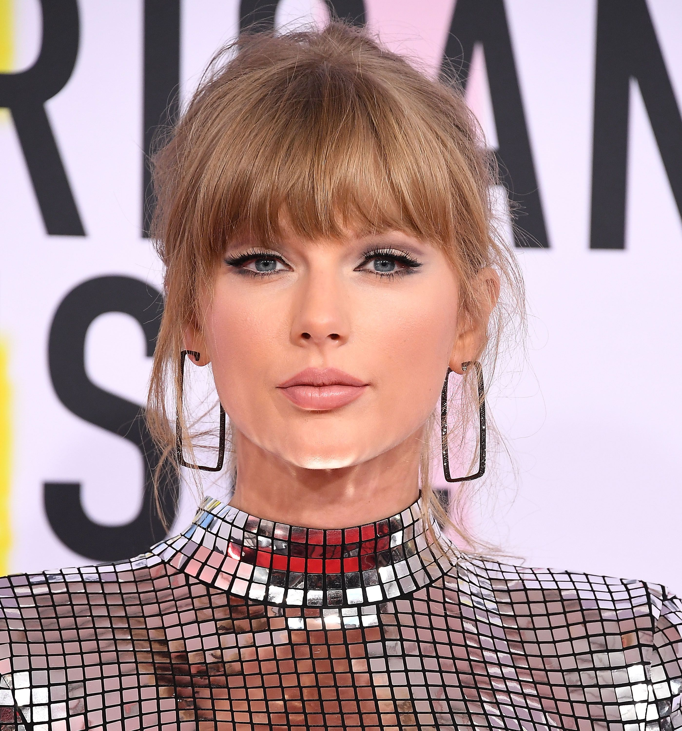 Taylor Swift Tells Her Fans To Get Out And Vote Today Midterm Election Day