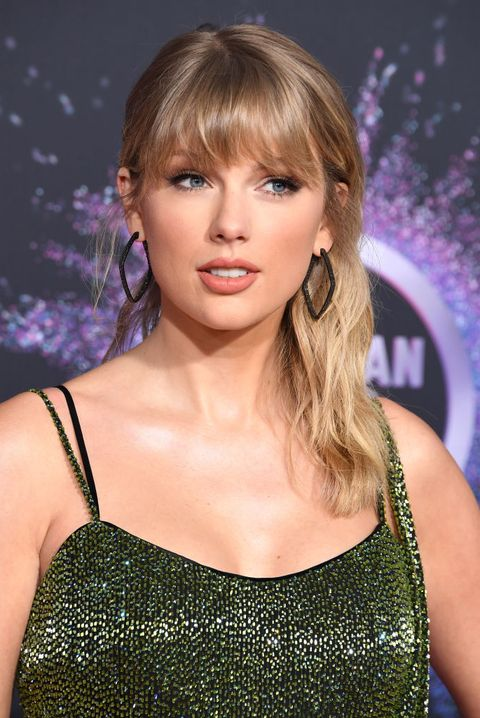 Half Up Half Down Hairstyles - Taylor Swift
