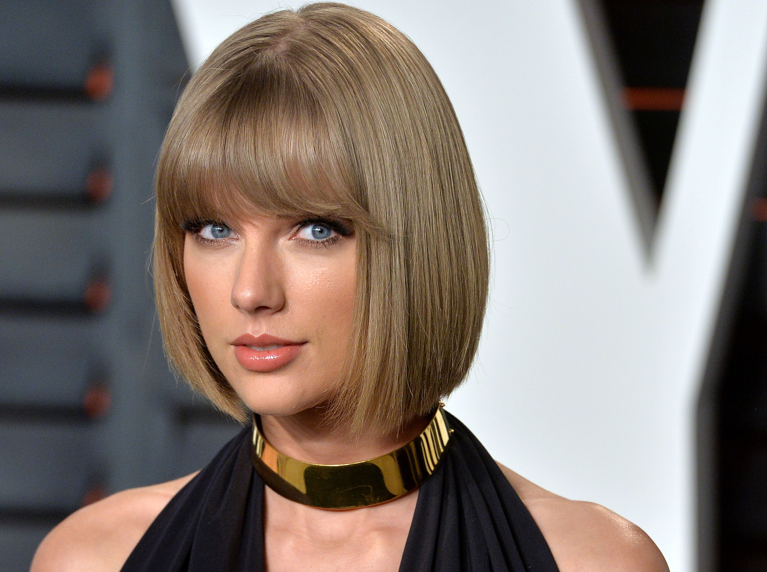 Taylor Swift Carries Army-Grade Supplies at All Times Because She's Afraid of Getting Attacked