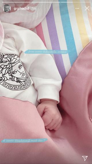 Gigi Hadid Shared Taylor Swift S Handmade Gift To Her Baby Girl