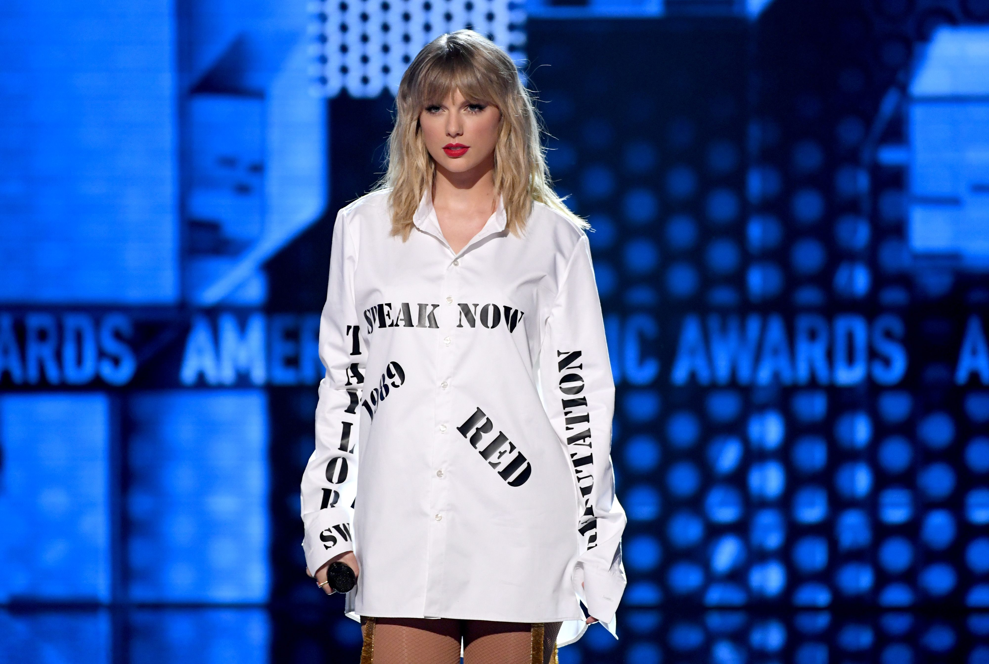 Image result for taylor swift ama 2019performance gif""
