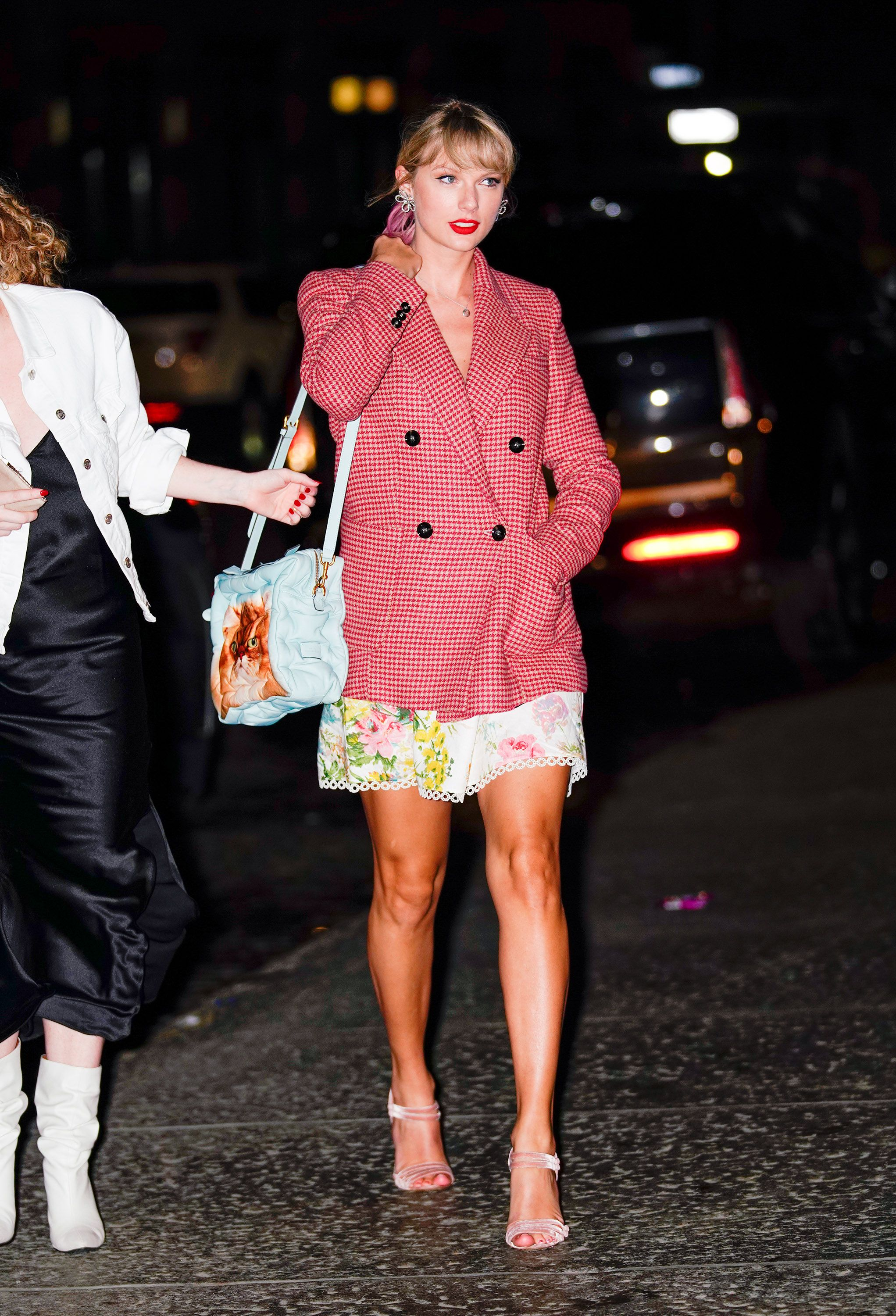 Taylor Swift Street Style , Cute Taylor Swift Outfits and