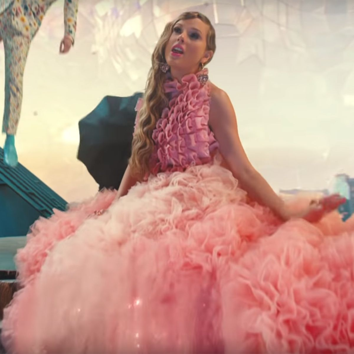 All the hidden messages in Taylor Swift's new 'ME!' video