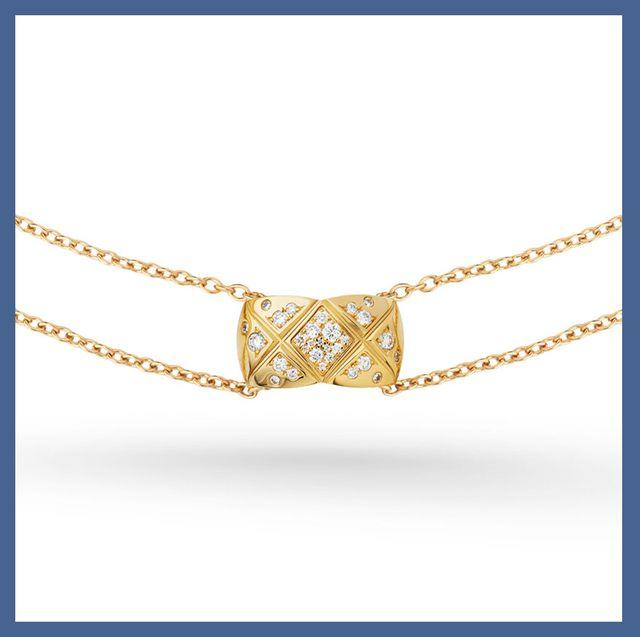 Jewellery, Fashion accessory, Locket, Pendant, Necklace, Chain, Body jewelry, Font, Circle, Gold,