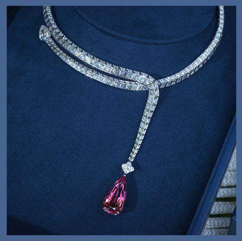 Jewellery, Fashion accessory, Necklace, Ear, Chin, Body jewelry, Neck, Chain, Pendant, Gemstone,