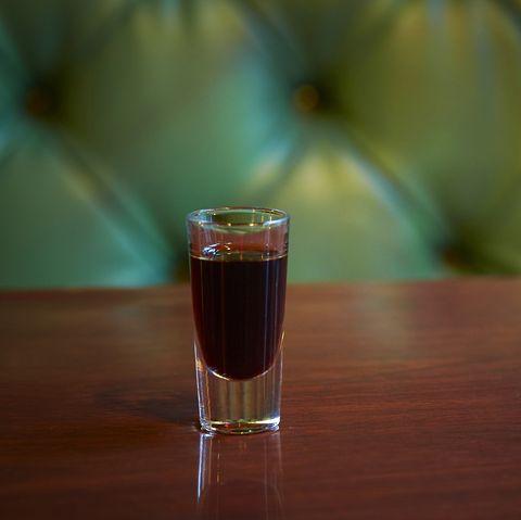 drink, liqueur, alcoholic beverage, distilled beverage, pint glass, beer, alcohol, beer glass, pint, glass,