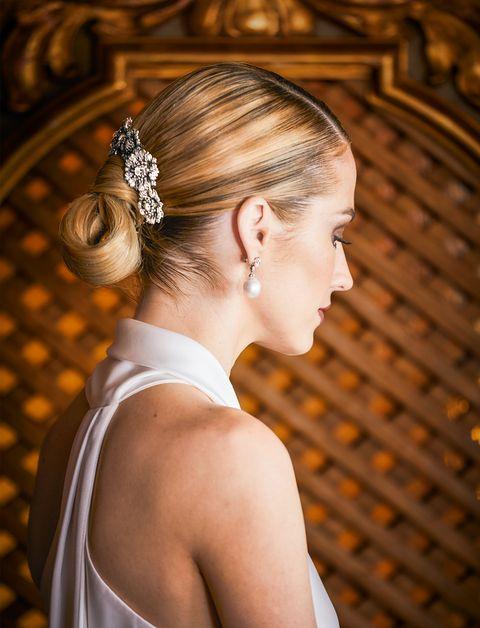 Hair, Headpiece, Hairstyle, Hair accessory, Beauty, Chignon, Shoulder, Bun, Blond, Bridal accessory,