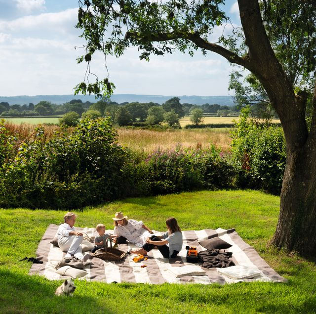 john pawson and family in cotswolds house