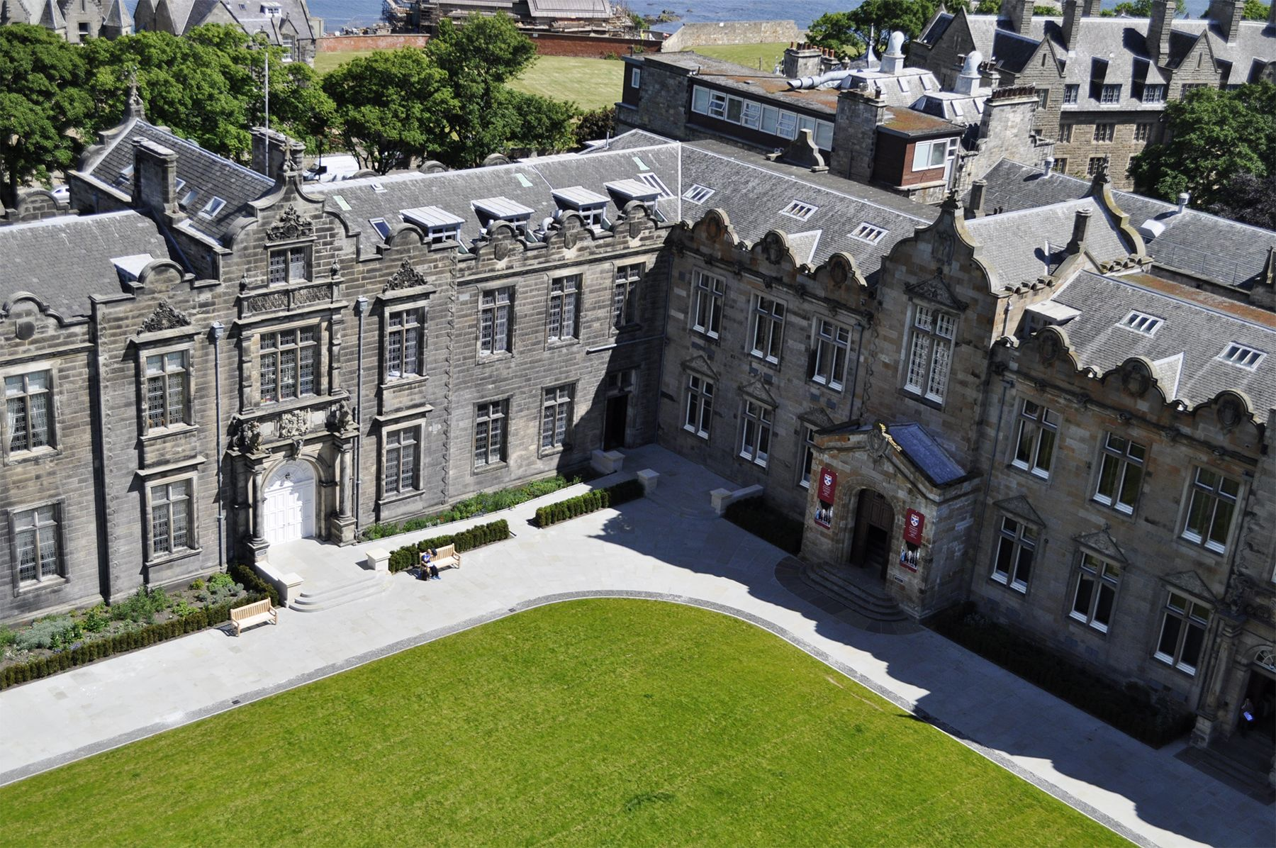 University of St. Andrews Scotland Facts - How St. Andrews Became a Popular  School for American Students