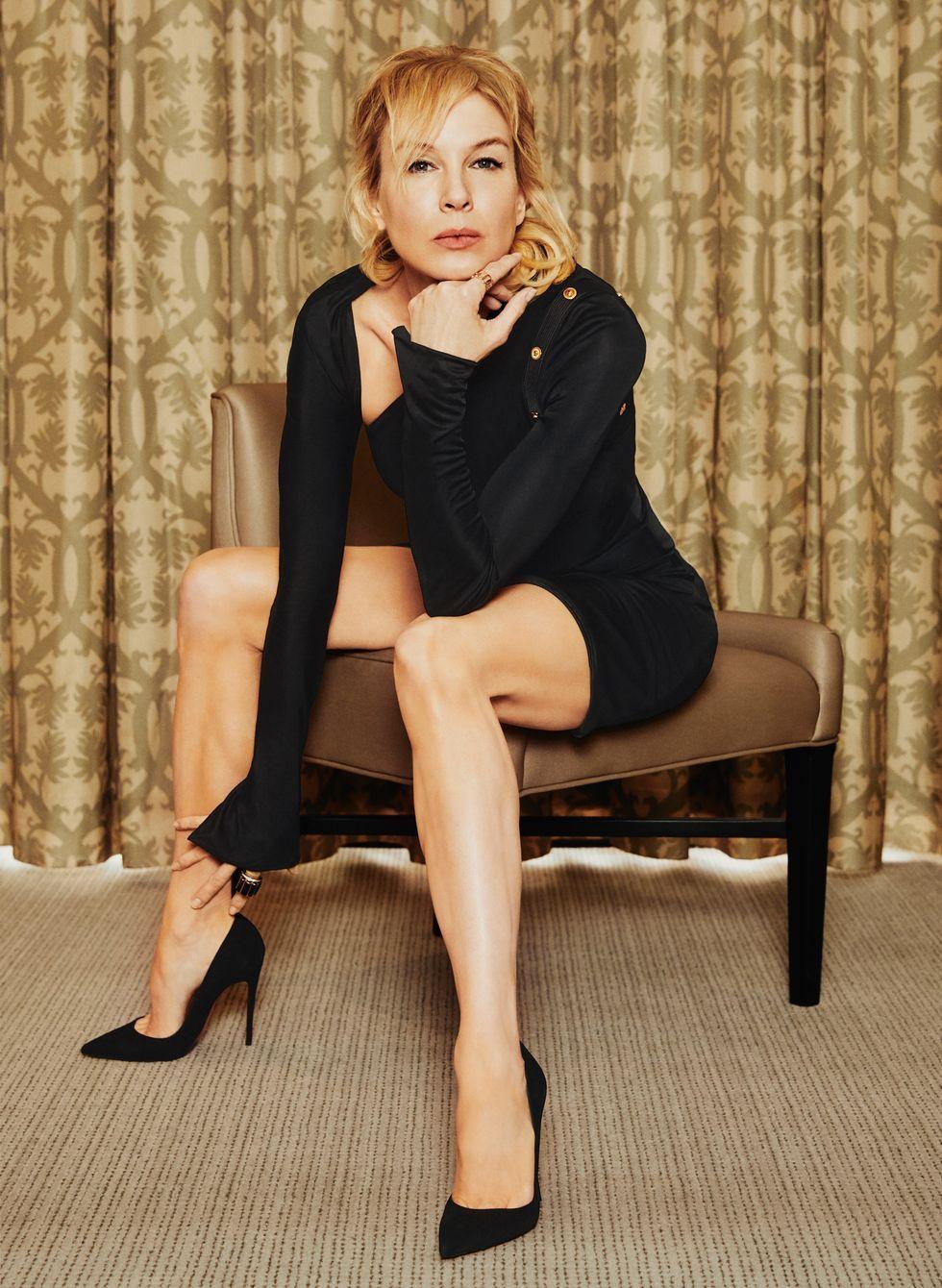 Renée Zellweger wears a Versace dress, Christian Louboutin heels, a rose gold Pemallato Brera ring, and her own David Webb scallop ring.